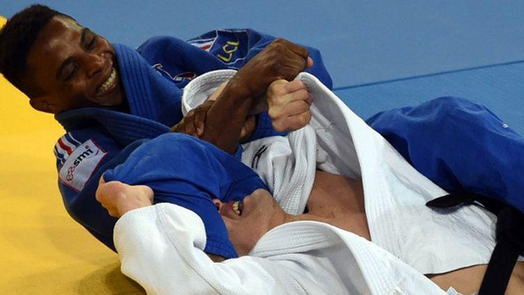 Loïc Korval maîtrise son adversaire (PASCAL GUYOT / AFP)