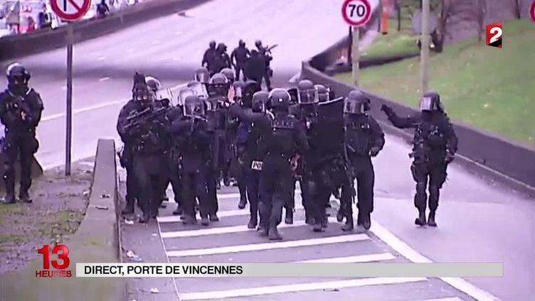 Capture d'écran d'images de France 2 montrant l'intervention des forces de l'ordre, porte de Vincennes, à Paris, vendredi 9 janvier 2015. (FRANCE 2)