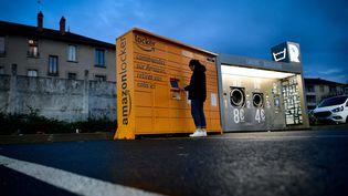 Un casier pour récupérer ses colis livrés par Amazon. (SALESSE Florian/PHOTOPQR/LA MONTAGNE/MAXPPP)