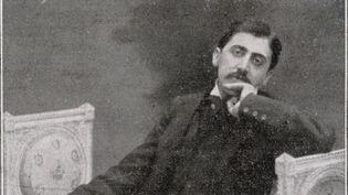 Marcel Proust se relaxant sur un sofa, vers 1900 (MARY EVANS / SIPA)