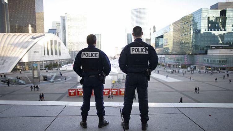(Sécurité renforcée à Paris, pour le premier tour des élections régionales © Reuters/Charles Platiau)