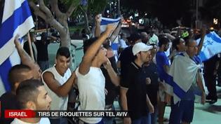 Des partisans du gouvernement Netanyahou, samedi 12 juillet à Tel Aviv (Israël). ( FRANCE 2)