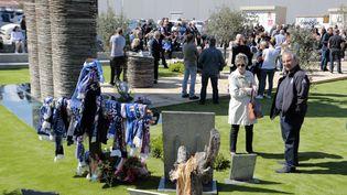 Un hommage en silence à la mémoire des victimes de l'effondrement d'une tribune au stade Furiani de Bastia (Haute-Corse), lors du 25e anniversaire de la catastrophe, le 5 mai 2017. (PASCAL POCHARD-CASABIANCA / AFP)