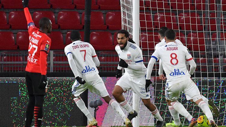 Jason Denayer a permis à l'OL d'arracher le nul contre Rennes en fin de match. (LOIC VENANCE / AFP)