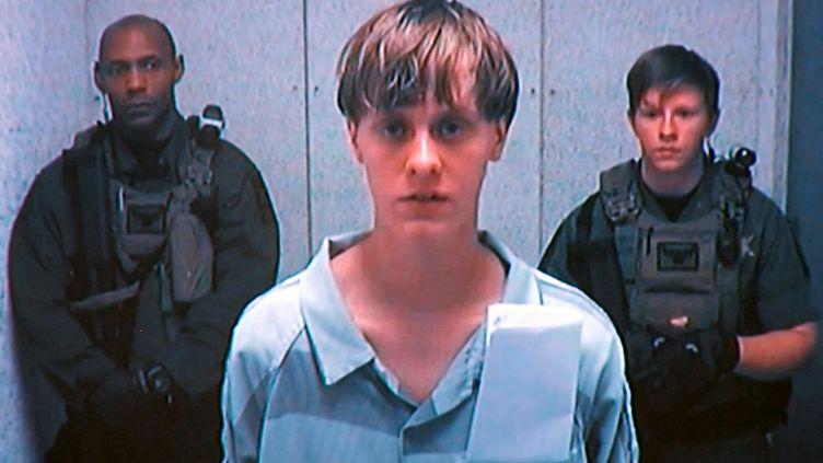 Dylann Roof apparaît sur la télévision du tribunal, le 19 juin 2015 à Charleston, en Caroline du Sud (Etats-Unis). (REUTERS)
