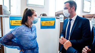 """Le ministre de la Santé, Olivier Véran a déclaré ce 29 juin """"se laisser l'été, après quoi, si la vaccination est insuffisante, nous irons vers une vaccination obligatoire (des soignants)."""" (COME SITTLER / POOL / AFP)"""
