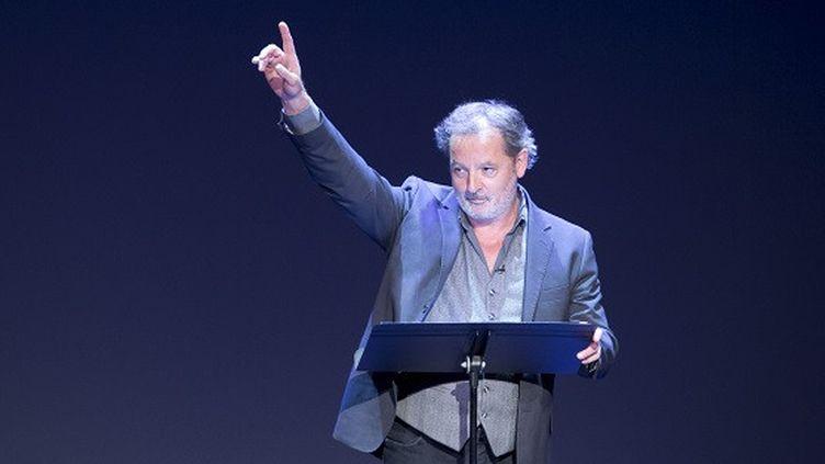"""L'humoriste français Christophe Alévèque dans son spectacle """"Encore lui !"""" enregistré au Théâtre du Rond point, à Paris en décembre 2020. (GIOVANNI CITTADINI CESI)"""