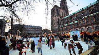 Le traditionnel marché de Noël de Strasbourg attire chaque année près de 2 millions de visiteurs. (PATRICK HERTZOG / AFP)