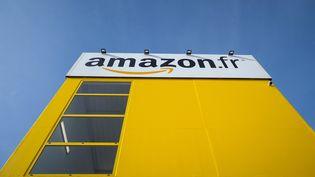 Le centre de distribution d'Amazon à Saran (Loiret), le 26 octobre 2018. (GUILLAUME SOUVANT / AFP)