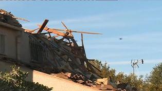 Au lendemain du passage d'une tornade, le bilan est lourd à Arles, dans les Bouches-du-Rhône. Une dizaine de maisons serait inhabitable. (CAPTURE D'ÉCRAN FRANCE 3)