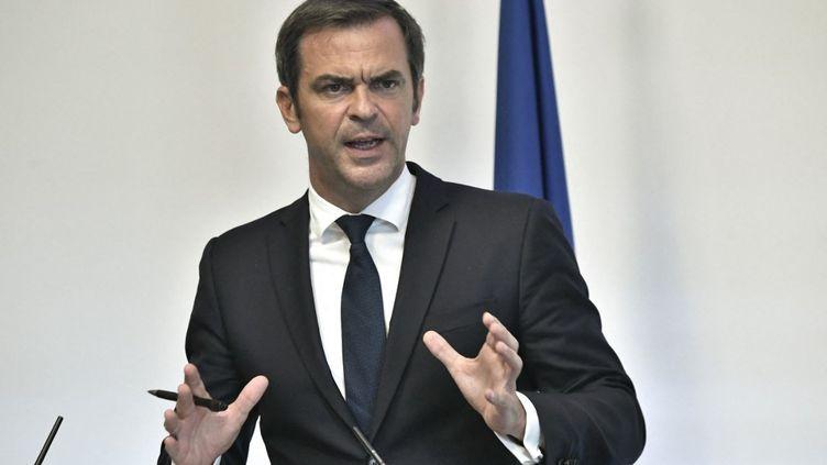 Olivier Véran, le ministre de la Santé, le 26 août 2021 lors d'une conférence de presse à Paris. (STEPHANE DE SAKUTIN / AFP)