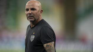 L'entraîneur argentin Jorge Sampaoli, ici sur le banc du club brésilien de l'Atletico MG lors d'un match de championnat contre Fluminense à Rio de Janeiro, le 10 février 2021. (JORGE RODRIGUES / AFP)