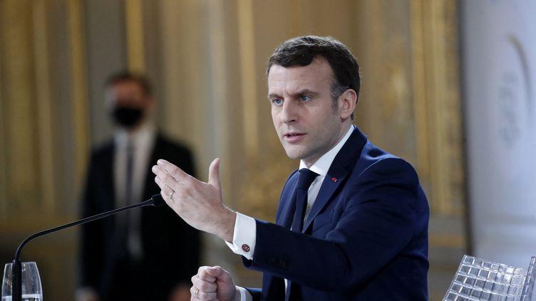 Emmanuel Macron lors d'une réunion par visioconférence, le 16 février 2021. Photo d'illustration. (FRANCOIS MORI / POOL)
