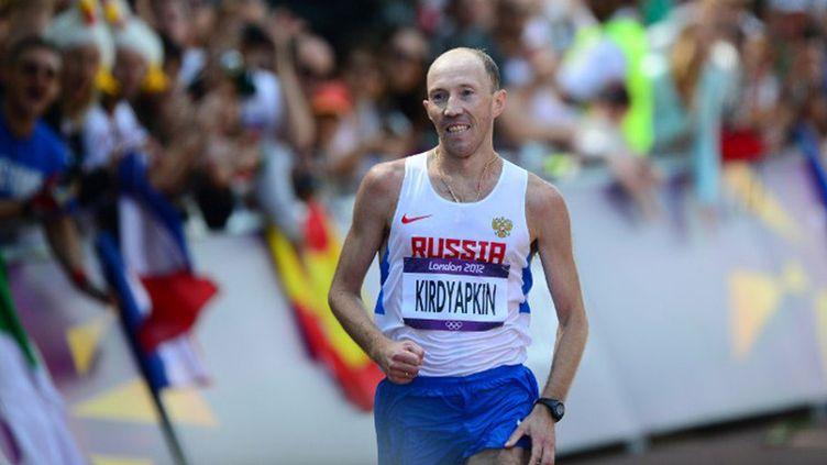 Sergey Kirdyapkin  en route pour la médaille d'or, loin devant Diniz