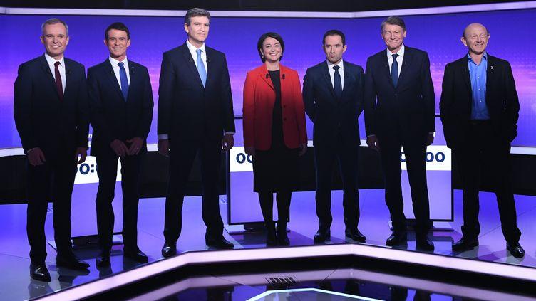Les sept candidats à la primaire de la gauche,Francois de Rugy, Manuel Valls, Arnaud Montebourg, Sylvia Pinel, Benoît Hamon, Vincent Peillon, Jean-Luc Bennahmias, le 19 janvier 2017. (ERIC FEFERBERG / AFP)