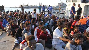 Des migrants sur le port de Tripoli (Libye), le 12 juillet 2018. (AFP)