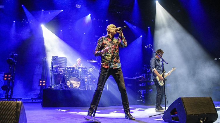 Le groupe Midnight Oil aux Nuits de Fourvière a fêté ses retrouvailles avecle public lyonnais après 26 ans d'absence. (JOEL PHILIPPON / MAXPPP)