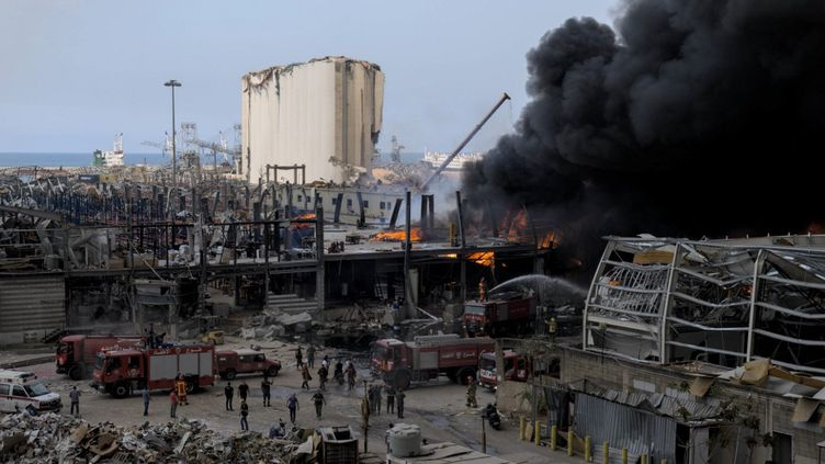 Un incendie s'est déclenché sur le port de Beyrouth, le 10 septembre 2020 (PIERRE RAIMBAULT / HANS LUCAS / AFP)