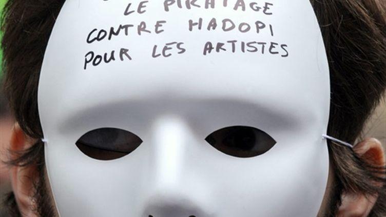 """Manifestation devant l'Assemblée """"contre Hadopi, contre le piratage, pour les artistes"""", 25 avril 2009 (AFP/BORIS HORVAT)"""