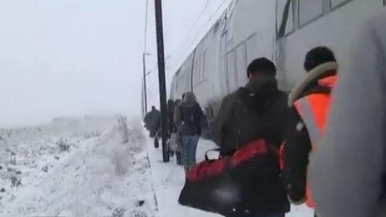 Train bloqué entre Paris et la Bretagne - lundi 30 janvier 2012 (France 3)