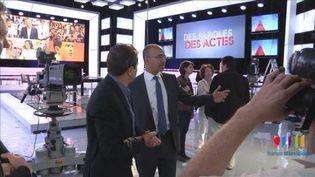 """Harlem Désir et Thierry Thuillier sur le plateau de """"Des paroles et des actes, le débat des primaires"""", la veille de l'émission. (FranceTV)"""