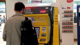 (L' échange de billet TGV sera facturé au moins cinq euros à partir de dimanche © MaxPPP)