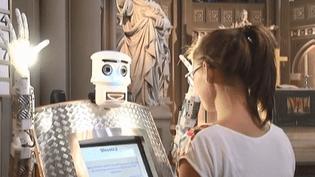 BlessU le robot qui bénit les fidèles (CAPTURE ECRAN FRANCE 3)