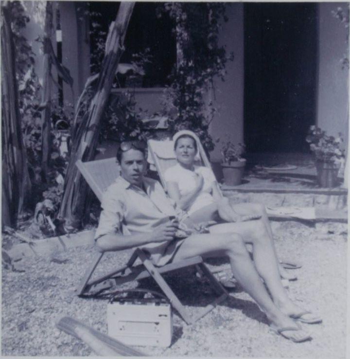 Jacques Brel et Sylvie Rivet devant leur maison de Roquebrune  (PHOTOPQR/NICE MATIN)
