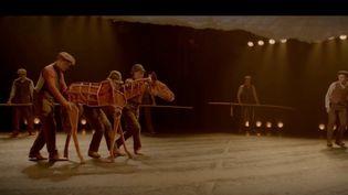 """Le spectacle """"War Horse"""" est présenté à La Seine Musicale (Boulogne-Billancourt, Hauts-de-Seine) à partir du 29 novembre. (France 3)"""