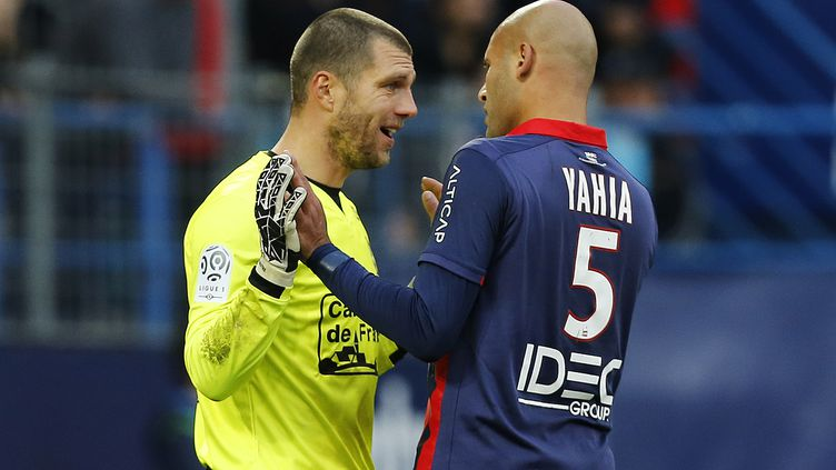 Les Caennais Alaeddine Yahia et Rémi Vercoutre (CHARLY TRIBALLEAU / AFP)