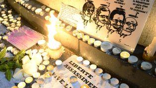 Hommage aux victimes de l'attentat de Charlie Hebdo, jeudi 8 janvier, Place de la République.  (Bertrand Guay / AFP)