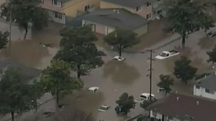 Aux États-Unis, des records de pluie ont entraîné de fortes inondations, des coulées de boue et des éboulements de terrain en Californie. (France 2)
