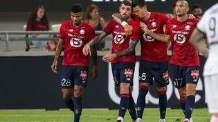 La joie des Lillois après l'ouverture du score lors du Trophée des champions. (EMMANUEL DUNAND / AFP)
