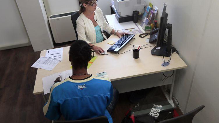 Dans une agence Pôle emploi de Seine-et-Marne, le 10 septembre 2012. (JACQUES DEMARTHON / AFP)