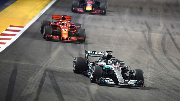 Vettel et Verstappen n'ont jamais réussi à prendre le dessus sur Hamilton. (JEWEL SAMAD / AFP)