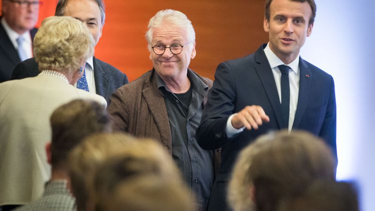 L'ancien député européen Daniel Cohn-Bendit et le président de la République Emmanuel Macron, le 10 octobre 2017 à Francfort (Allemagne). (FRANK RUMPENHORST / DPA / AFP)