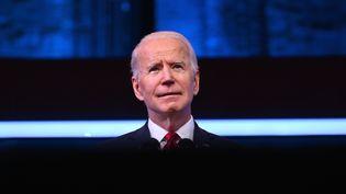 Joe Biden présente son plan de vaccination contre le Covid-19 au Queen Theater de Wilmington (Delaware, Etats-Unis), le 15 janvier 2021. (ANGELA WEISS / AFP)