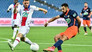 Gaëtan Laborde(Montpellier) face à Alessandro Florenzi (PSG) à l'occasion de la demi-finale de Coupe de France, mercredi 12 mai. (PASCAL GUYOT / AFP)