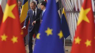 Le président du Parlement européen Donald Tusk accueille le Premier ministre chinois Li Keqiang, à Bruxelles le 9 avril 2019 (NICOLAS LANDEMARD / LE PICTORIUM / MAXPPP)
