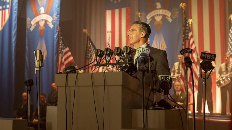"""John Turturro dans la saison 1 de la série""""The Plot Against America"""" (HBO)"""