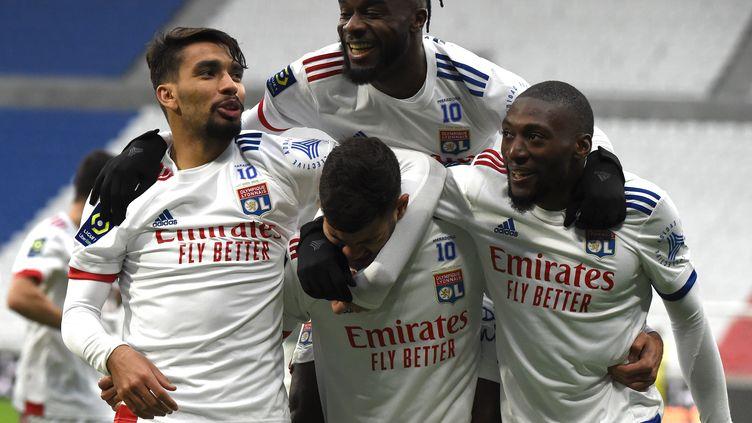 La joie des Lyonnais face à Metz. (JEAN-PHILIPPE KSIAZEK / AFP)