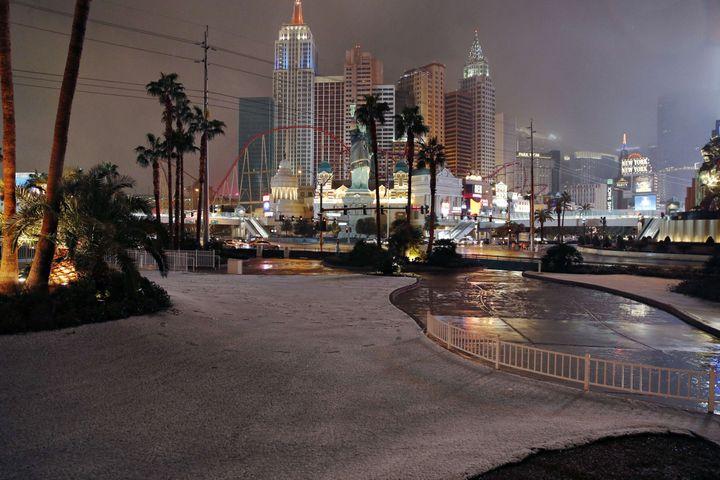 La ville de Las Vegas (Etats-Unis) sous la neige, le 21 février 2019. (JOHN LOCHER / AP / SIPA)