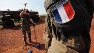 Des soldats français près de l'aéroport de Bangui (Centrafrique), le 1er décembre 2013. (SIA KAMBOU / AFP)