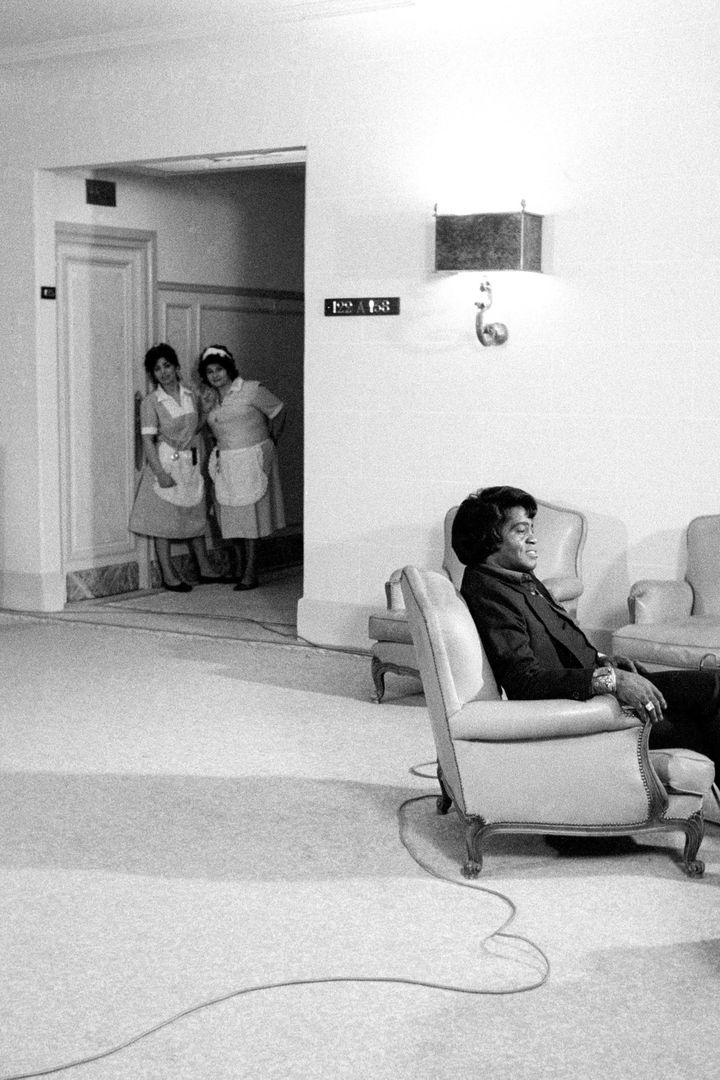 James Brown à l'hôtel Royal Monceau, Paris, en 1986. (CLAUDE GASSIAN)