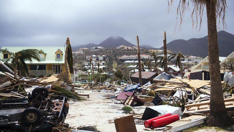 Des habitations ravagées après le passage de l'ouragan Irma, le 7 septembre 2017 à Saint-Martin. (LIONEL CHAMOISEAU / AFP)