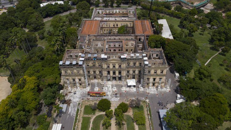 Vue aérienne du Musée national du Brésil prise le 12 février 2019 à Rio de Janeiro, cinq mois après le violent incendie qui a ravagé l'édifice (MAURO PIMENTEL / AFP)