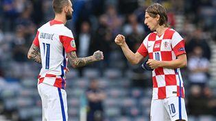 Marcelo Brozovicet Luka Modric contre l'Ecosse, le 22 juin 2021. (PAUL ELLIS / POOL)