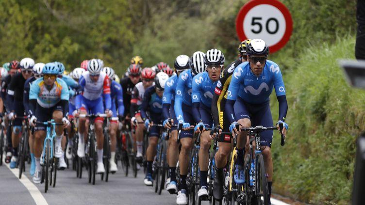 Le peloton du Tour du Pays basque. (LUIS TEJIDO / EFE)