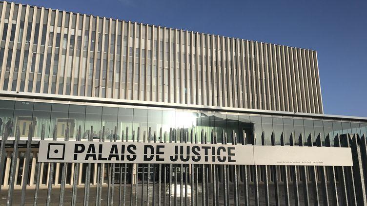 Le nouveau palais de justice de Caen, implanté sur la presqu'île, abrite le tribunal judiciaire. (NOLWENN LE JEUNE / FRANCE-BLEU BASSE-NORMANDIE)