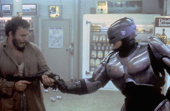 """L'acteur américain Peter Weller sur le tournage de """"RoboCop"""", réalisé par Paul Verhoeven. (SUNSET BOULEVARD / CORBIS HISTORICAL)"""